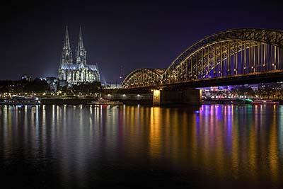 Hohenzollernbrücke bij nacht